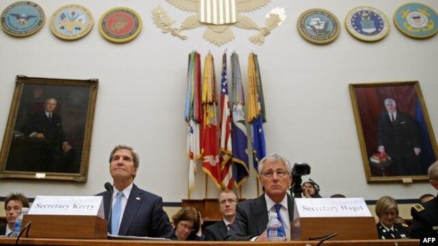 از راست: چاک هیگل، وزیر دفاع و جان کری، وزیر امور خارجه آمریکا در نشست کمیته نیروهای مسلح مجلس نمایندگان.