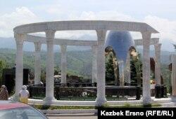 Ержан Тәтішевтің зираты. Кеңсай-2, Алматы, мамыр, 2015 жыл