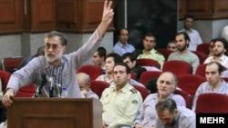 محمد عطریانفر، عضو ارشد حزب کارگزاران، در نخستین جلسه دادگاه متهمان به «انقلاب مخملی»