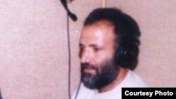 د ډیوه راډيو خبریال مکرم خان عاطف چې نن په ۱۷ م جنوري ۲۰۱۲م کال په مومندو کې د وسله والو لخوا ووژل شو.