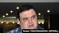 Сегодня лидер партии Губаз Саникидзе лишь уточнил время и маршрут этой акции: шествие начнется в 16 часов на площади Роз и двинется к церкви Самеба, где будет проведена панихида по погибшим во время грузино-абхазской войны