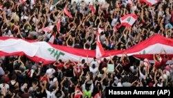 در چهار روزی که از اعتراضهای بیروت میگذرد، روز یکشنبه شاهد بیشترین جمعیت بود.