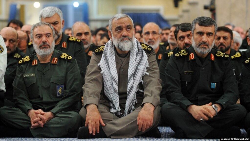 محمدرضا نقدی در کنار علی فدوی (چپ) و امیرعلی حاجیزاده (راست). با نگاهی به انتصابهای اخیر میتوان نقدی را سیاسیترین فرد در حلقه فرماندهی ارشد سپاه به شمار آورد.
