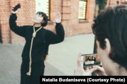 Катрин Ненашева в рамках гипер-реалити шоу. Фото: Наталия Буданцева