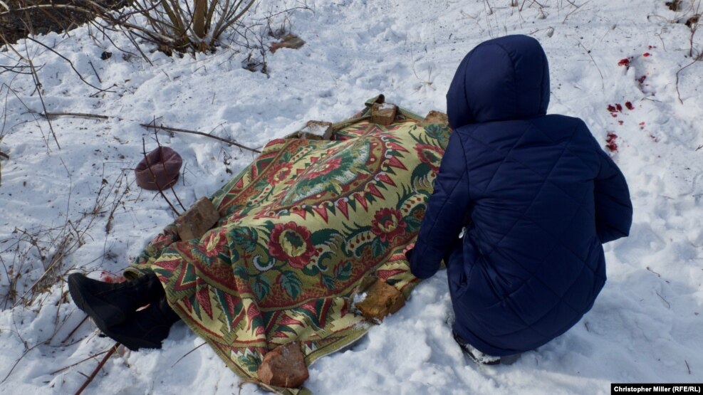 Nadia Volkova leans over the body of her mother, Katya, who was killed during shelling in the eastern Ukrainian city of Avdiyivka on February 1.
