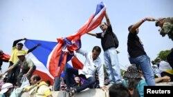 Сторонники оппозиции во время одной из протестных акций