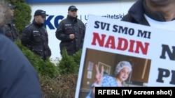 Protest ispred zgrade Kliničkog centra Univerziteta u Sarajevu