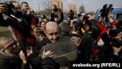 Bandarenka in Minsk after his release from prison on April 15