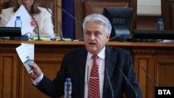 Министерот за внатрешни работи Бојко Рашков зборува на седницата на бугарскиот парламент на 17.08.2021.