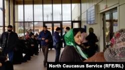 Очереди в республиканском онкодиспансере в Грозном. Январь, 2021