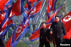 Ким Чен Ын в Пхеньяне на открытии жилого комплекса. 13 апреля 2017 года