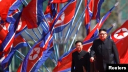 Лідер КНДР Кім Чен Ин прямує на святковий парад, Пхеньян, 13 квітня 2017 року