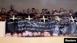 """أصدقاء الضحايا المصريين الأقباط الذين أعدمهم """"داعش"""" في قداس تأبيني بالقاهرة"""