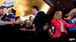 Републиканскиот претседателски кандидат Мит Ромни со својата сопруга, 6 март 2012, Бостон.