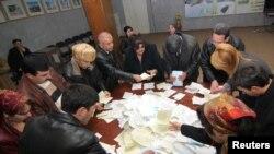 Тожикистон Марказий сайлов комиссияси эълон қилган якуний маълумотларга мувофиқ, навбатдаги чақириқда (2010-2015 йиллар) мамлакатдаги 5 партия вакиллари парламентда фаолият кўрсата олади.