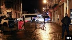 Бельгияның қауіпсіздік күштері Вервье қаласындағы антитеррорлық операция кезінде. 15 қаңтар 2015 жыл.