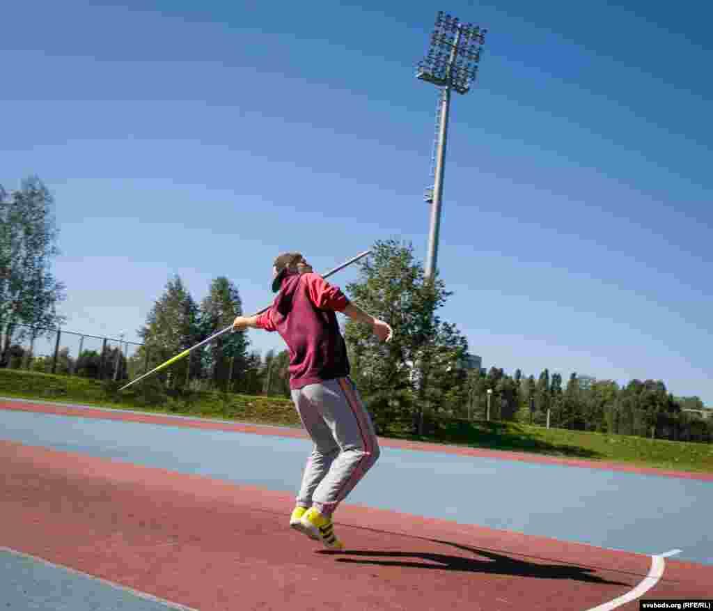 Пераможца чэмпіянату Эўропы ў 2016 годзе ў трайным скачку. У гэтай жа дысцыпліне ён выступіць сёлета на Паралімпіядзе.