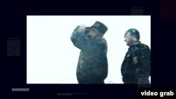 Військові ЗС України у Керченській протоці. Під час конфлікту, коли Росія почала споруджувати дамбу від Таманського півострова до острова Тузла. Крим, 2003 рік