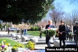 Zoran Lutovac polaže venac na grob Zorana Đinđića