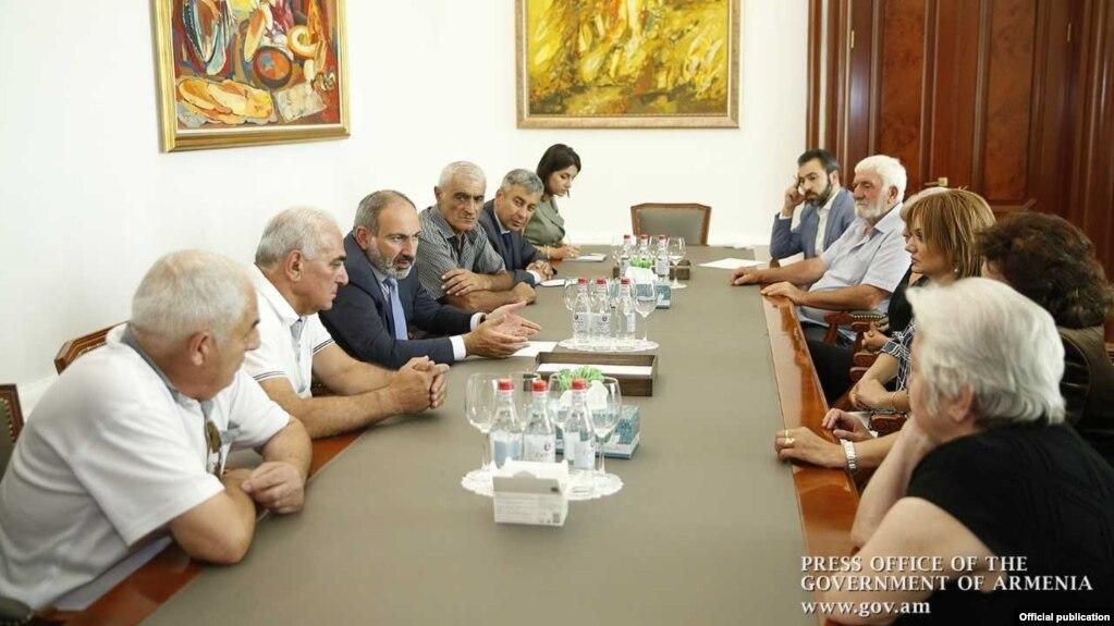 Премьер-министр встретился с родственниками жертв «1 марта»