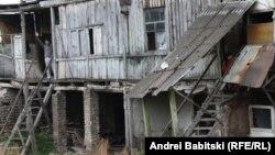 За время конфликта, когда Цхинвал находился практически в осадном положении, в городе появилось множество убогих сарайчиков