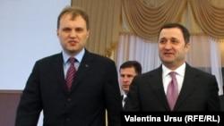 Vlad Filat (dreapta) şi Evgheni Şevciuk