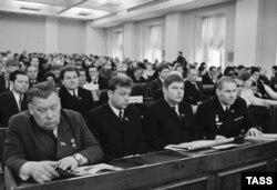 Депутаты о Литовской ССР в зале заседания в Большом Кремлевском дворце