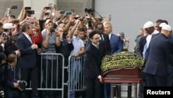 Гроб с телом Мохаммеда Али прибыл на место проведения поминальных мероприятий в Луисвилле, 9 июня 2016 года.