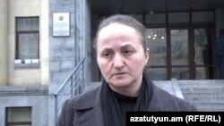 Բանակում մահացած 19-ամյա զինվոր Վալերիկ Մուրադյանի մայրը՝ Նանա Մուրադյանը: