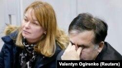 Михаил Саакашвили жубайы Сандра Рулофс менен сот залында, 11-декабрь, 2017-жыл.