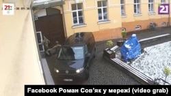 Правоохоронці провели обшуки в кількох офісах, фондах та будинку лідера «КМКС» Василя Брензовича – звідти вилучили особисті документи та гроші, які він, за версією слідства, отримав від Угорщини