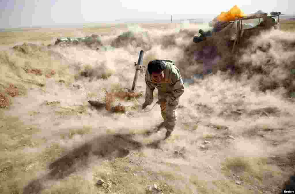 A Kurdish Peshmerga fighter launches mortar shells toward Zummar, which is controlled by Islamic State (IS) fighters, near Mosul in northern Iraq. (Reuters/Ahmed Jadallah)