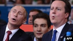 Владимир Путин менен Дэвид Камерон дзюдочулардын таймашын көрүштү