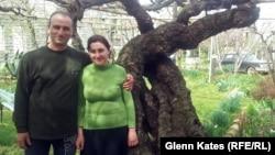 Николоз Николаишвили со своей супругой. Кахетия, 7 апреля 2013 года.