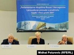 Sa konferencije za novinare nakon formiranja komisije, Sarajevo, 13. oktobar 2011