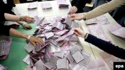 Проди обошел Берлускони на 0.1 процента голосов