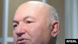 Юрий Лужков, противник Егора Гайдара