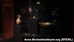 Частина експонатів виставки «Крим: золото і таємниці Чорного моря» в київському Музеї історичних коштовностей України