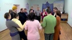 Toată lumea dansează