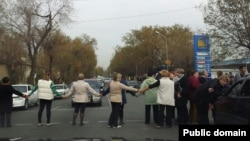 Акция протеста жителей алматинского микрорайона Экспедиция.
