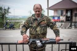 Блокпост пророссийских сепаратистов на въезде в Славянск. 12 мая