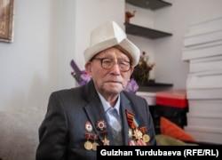 Токой Садыров на войне получил ранение в голову.