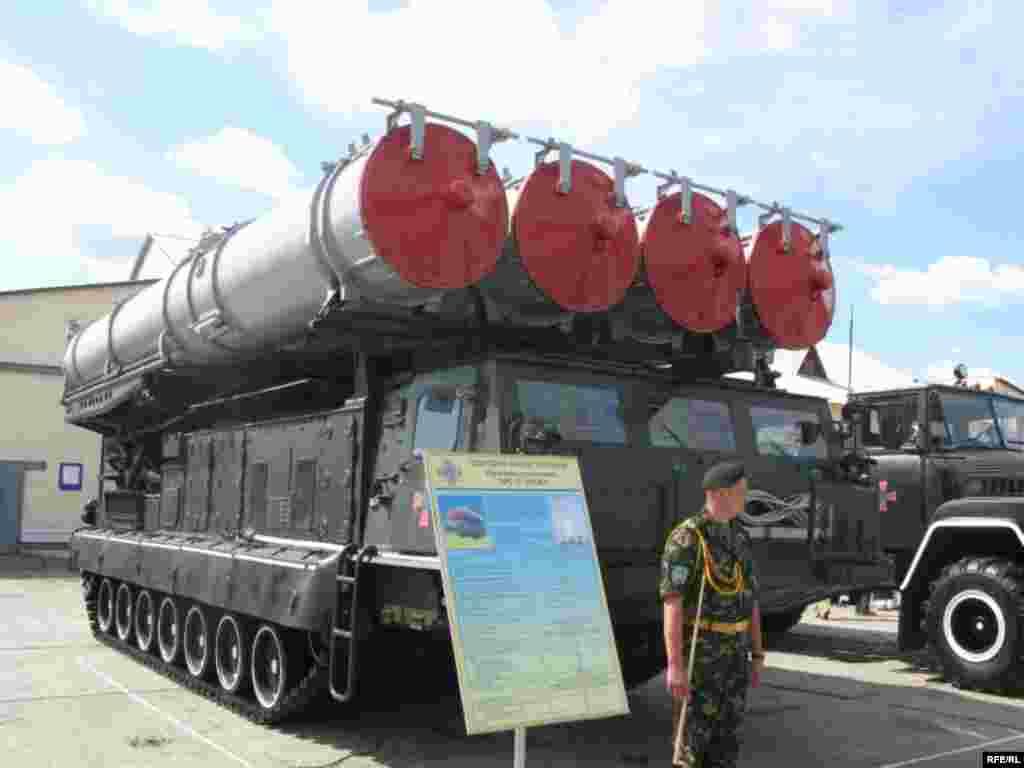 Військова техніка, що виставлятиметься для показу під час святкування Дня Незалежності України - На сторожі пускова установка