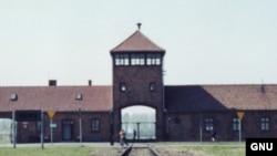 Крупнейший нацистский лагерь смерти - Освенцим, в котором были убиты и замучены более миллиона человек