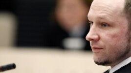Андерс Брейвик в зале суда. 18 апреля 2012 года