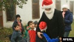 Проблемы со здоровьем не мешают обитателям Гремской коммуны радоваться гостям и подаркам