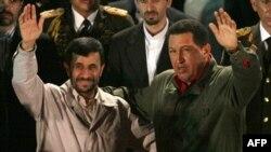 رییس جمهوری سوسیالیست ونزوئلا، محمود احمدی نژاد را «يکی از بزرگترين جنگجويان ضد امپرياليست» خواند و گفت: «ما احساس کرديم که شما نماينده ما هستيد.»