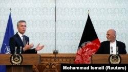 ნატოს გენერალურმა მდივანი, იენს სტოლტენბერგი და ავღანეთის პრეზიდენტი, აშრაფ ღანი, პრესკონფერენციაზე ქაბულში, 2018 წლის ნოემბერი