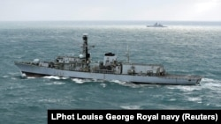 Британский эсминец «Вестминстер» эскортирует российский «Стерегущий» в Ла-Манше