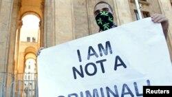 Авторы законопроекта считают, что проводимая властями репрессивная политика подрывает права человека и не способствует искоренению наркомании